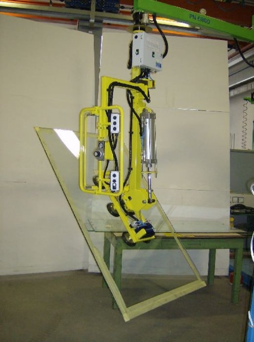 Handling Glass Panels With The Indeva Lift Assist Devices