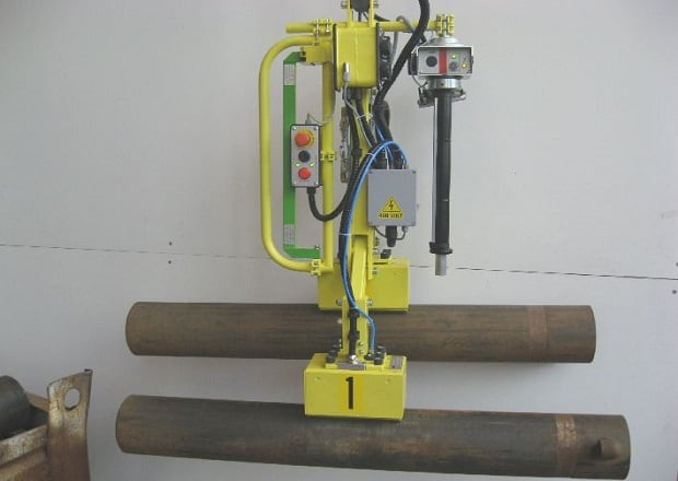 magnet end-effector for handling iron tubes