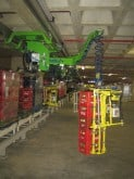 INDEVA Manipulators equipped with telescopic lifting tool that allows picking from 1 to 6 cases a time