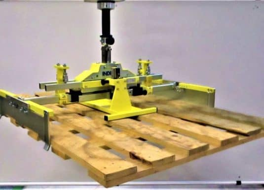 INDEVA latest generation industrial manipulators for handling pallets with a tool suitable for their grip. The great versatility of the gripping tools allows the handling of the load of different shapes and sizes, through an ergonomic and intuitive handling, the INDEVA lifting systems, which are self-balancing, allow fast movements and at the same time precise.