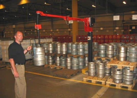 INDEVA's Liftronic is a highly sensitive system. The immediate response of the system allows the operator to accelerate or slow down the movement of the beer drums according to his needs. All this with minimal effort.
