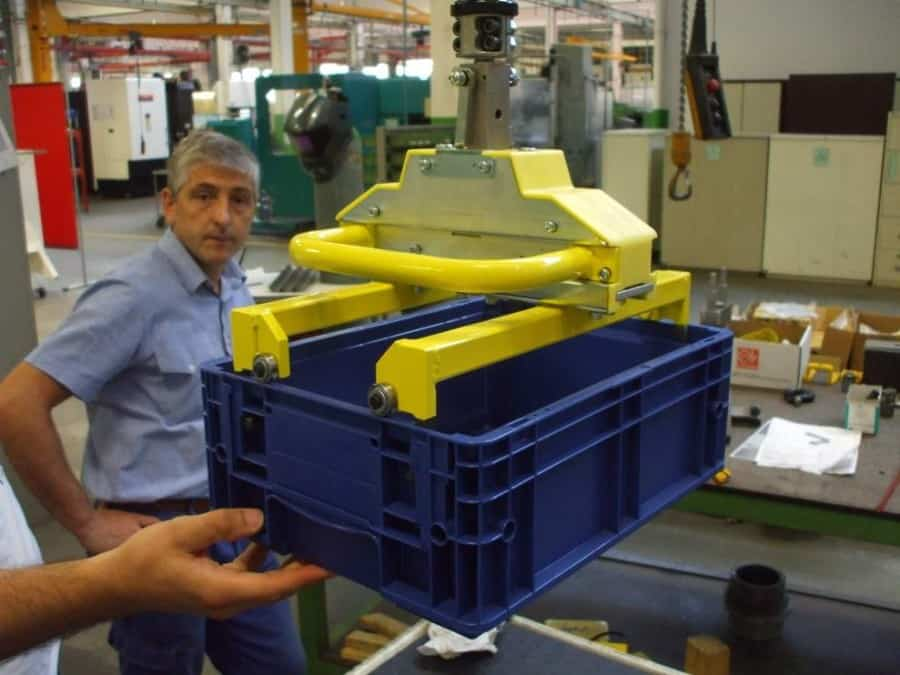 gripping toolings are used with the manipulator