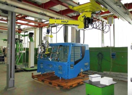 Latest generation industrial manipulators INDEVA to handle crystals by means of a tool suitable for their grip. The great versatility of the gripping tools allows the handling of the load of different shapes and sizes, through an ergonomic and intuitive handling, the INDEVA lifting systems, which are self-balancing, allow fast movements and at the same time precise.