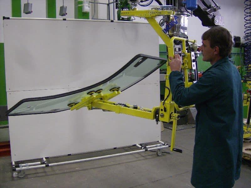 Manipolatore industriale per porte con vetri