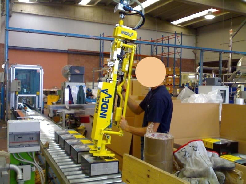 Lifting equipment INDEVA for cardboard boxes