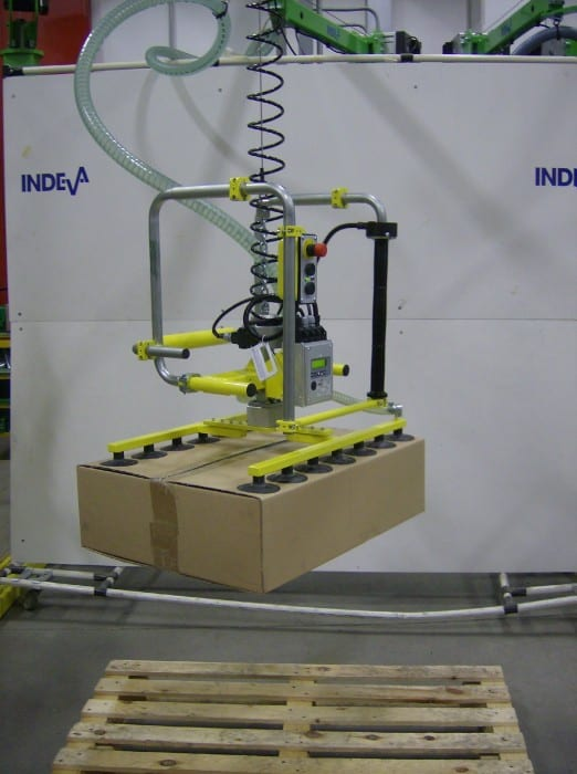 Vacuum lifter INDEVA to lift cardboard cases