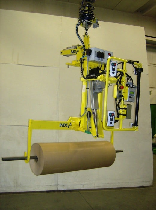 How to lift reels of 110 kg and load them into a machine effortlessly