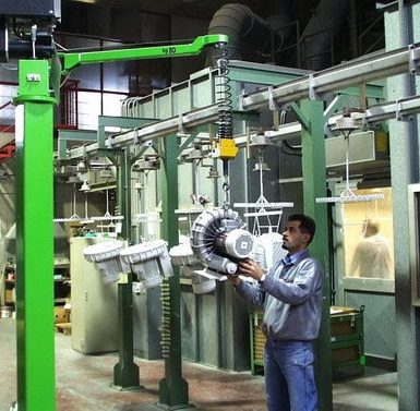 The industrial manipulators offered by INDEVA are increasingly chosen by companies for load handling for different reasons. They are self-balancing, therefore they allow the handling even when the weight of the complete electric motor varies.