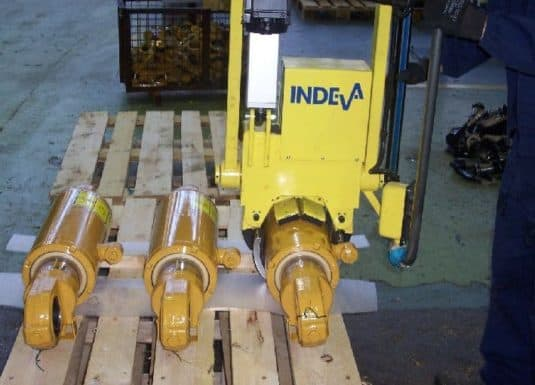 The industrial manipulators offered by INDEVA are increasingly chosen by companies for load handling for various They are self-balancing, therefore they allow the handling of pipes in total safety, even when the weight varies.