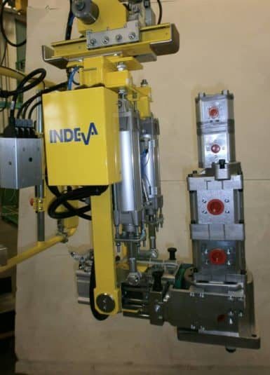 INDEVA systems are the perfect solution for handling components of the complete electric motor that require fast, fluid and precise movements. Thanks to its unique technology, it offers numerous advantages, in particular the ability to detect and balance automatically in real time the weight of the load lifted.