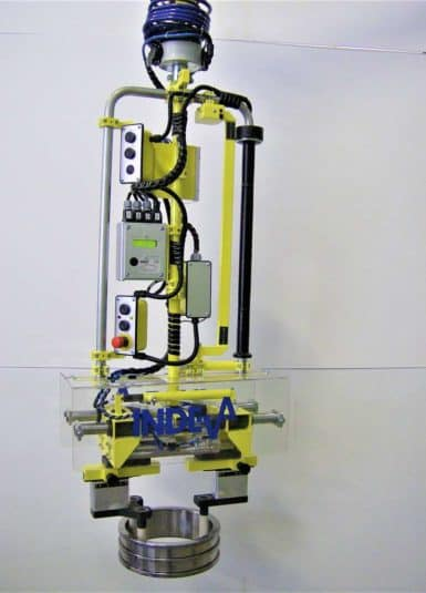 Thanks to its compact and ergonomic design, INDEVA's Liftronic guarantees lightness and ease of use: in fact, the system self-balances in real time, recognizing the weight of the load. In this way, it becomes very easy for the operator to precisely position the gears and transmission components, thanks above all to the electronic control.