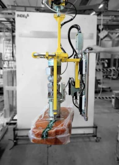 INDEVA systems are used in the handling of rubber and plastic items with different positive aspects. Thanks to their slim and compact structure, movements on the horizontal axis are fast and fluid, positioning the load extremely precisely. The use of INDEVA manipulators makes it easier to move loads.