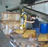 Manipuladores para de bloques de goma, ergonómicos y seguros para el manejo de la carga, aumentando la productividad en las empresas.