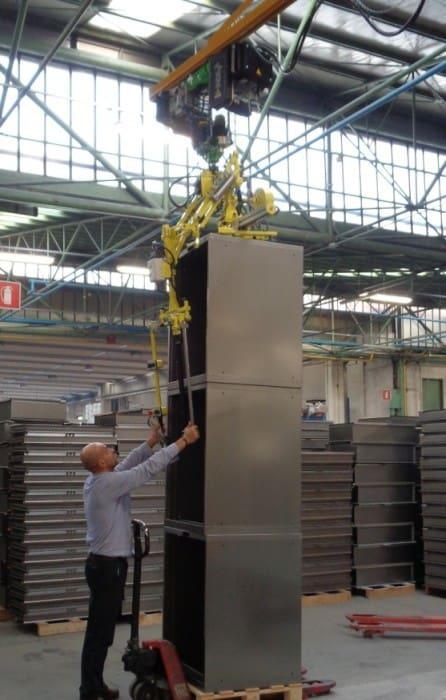 Intelligente Hub-Hilfsvorrichtungen für große Metallschränke