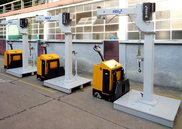 Moveable column mounted manipulators