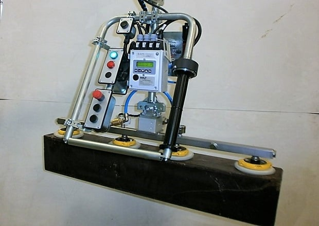Manipulator for cocoa blocks with stainless steel tool