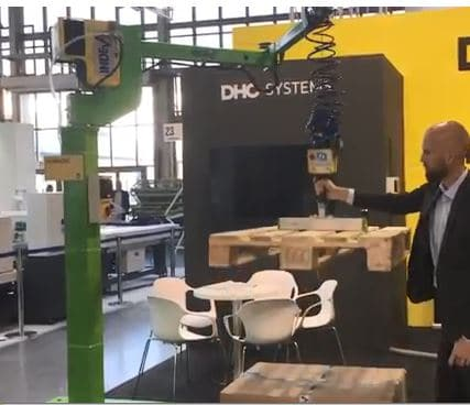 Liftronic Easy, manipulator with vacuum gripper suitable for handling pallets